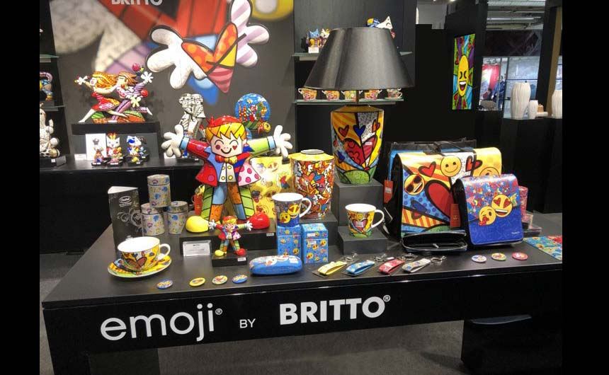 The emoji by Britto programme with Goebel Porzellan includes bags, spectacle cases, umbrellas, coasters and cups.